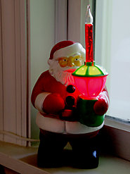 Nostalgic Santa Bubble Light Inspires Hearty Ho-Ho-Ho's