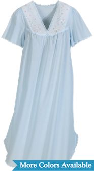 Batiste Flutter-Sleeve Nightgown